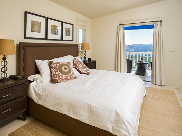 In fact, all of the bedrooms in the main house have terraces. Here's another guest bedroom equipped with a breathtaking view.