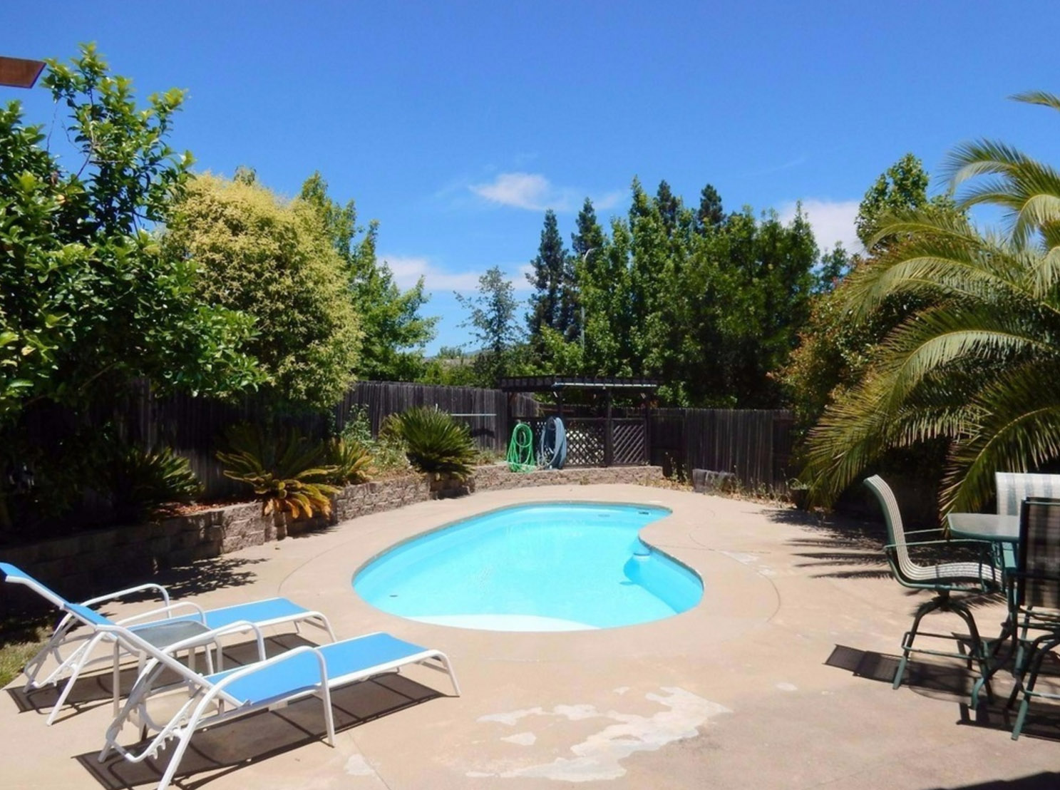 homes under 1m that beat the summer heat with backyard pools