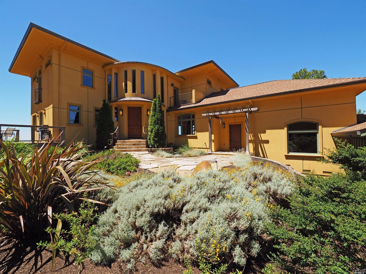 Mid century modern estate makes a statement in santa rosa for Modern realtors real estate