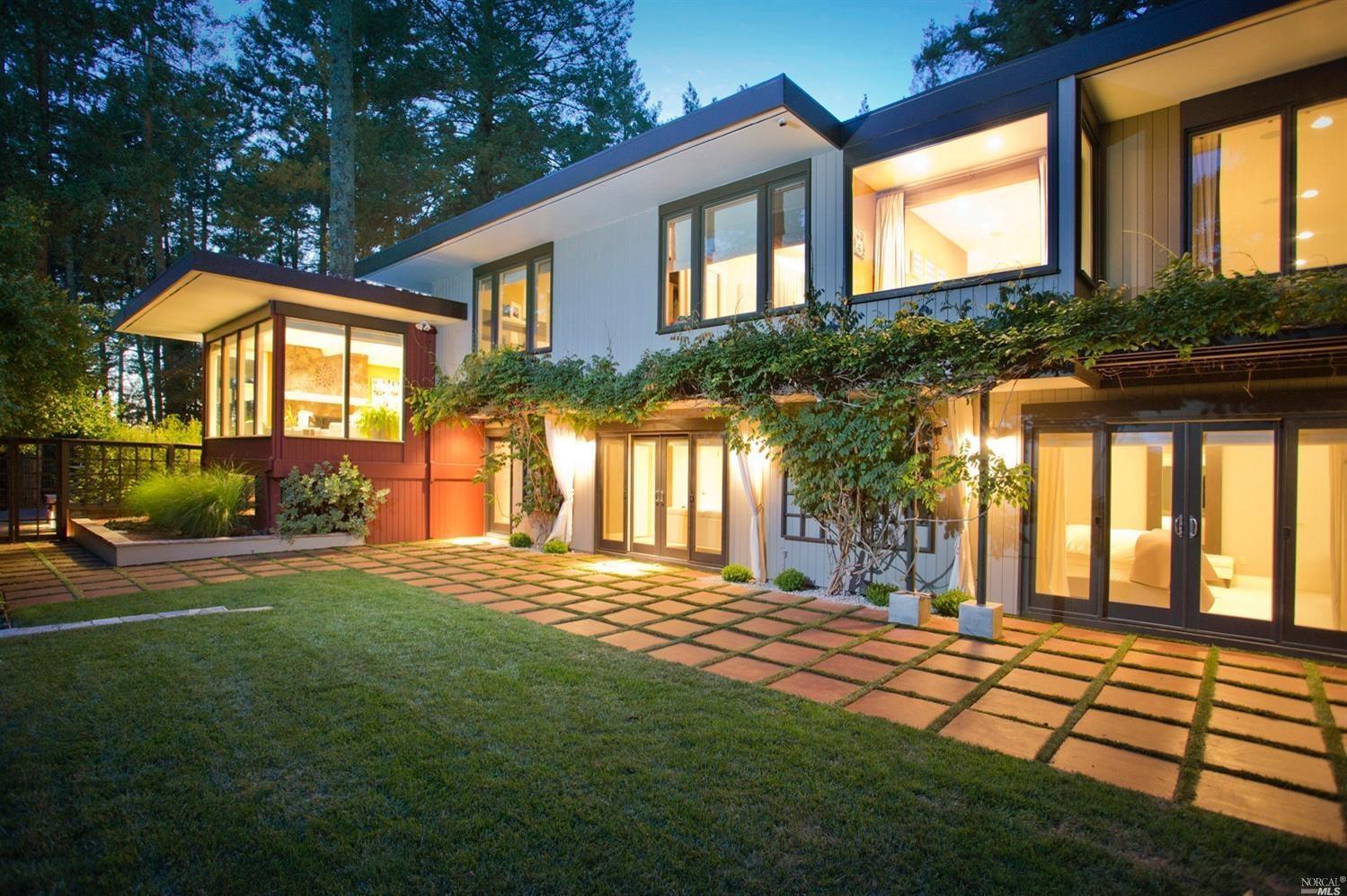 Mid century modern estate makes a statement in santa rosa for Mid century modern real estate