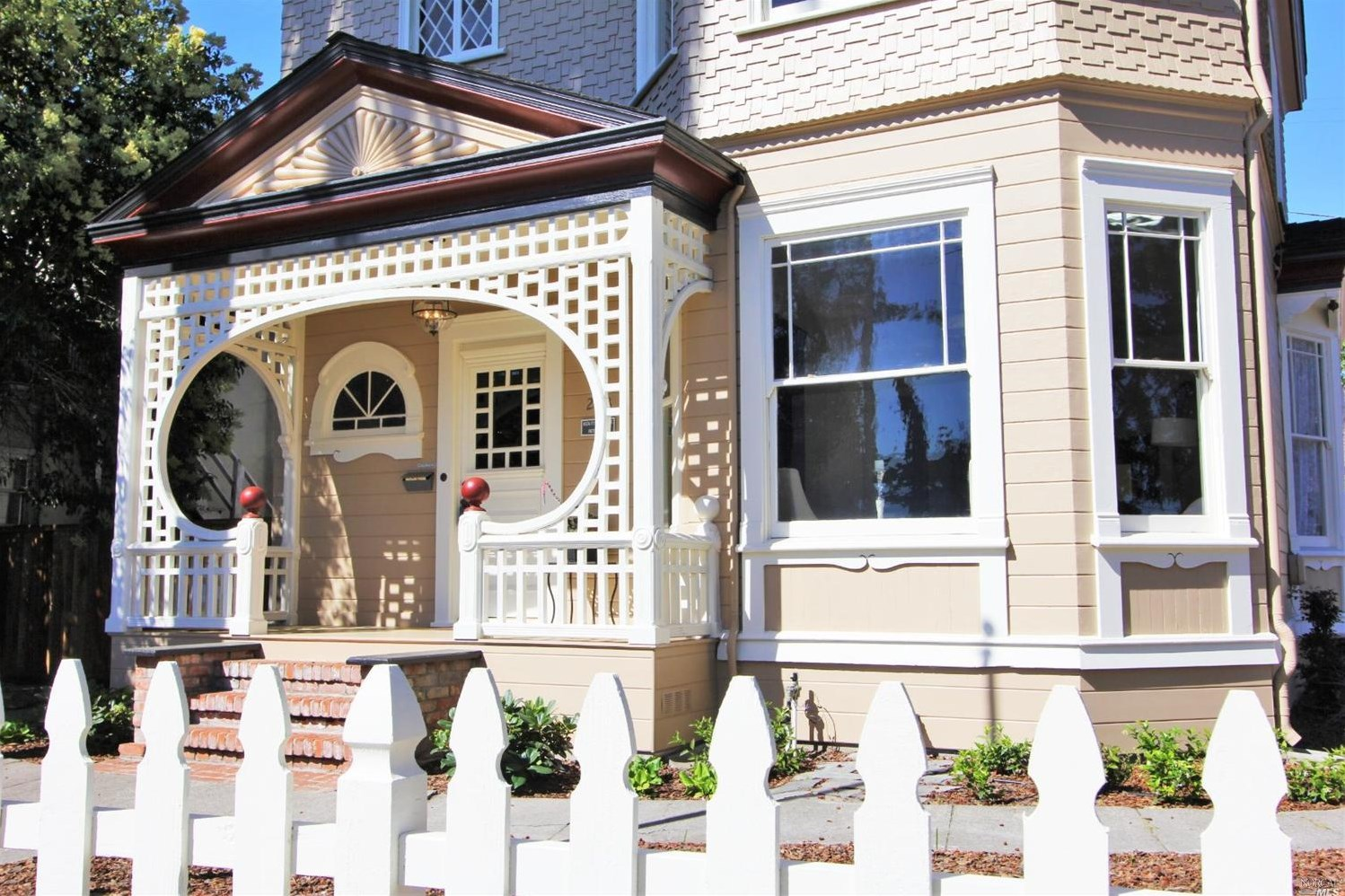 An 1895 Queen Anne Victorian Revival is Listed at 1 2M in Petaluma