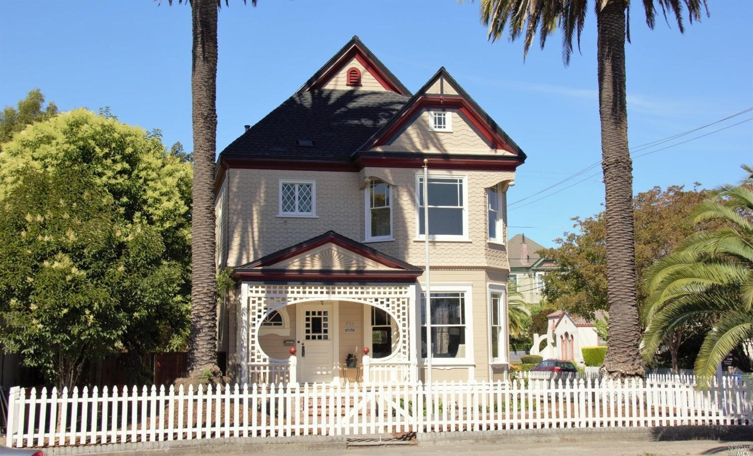 An 1895 Queen Anne Victorian Revival Is Listed At 1 2m In