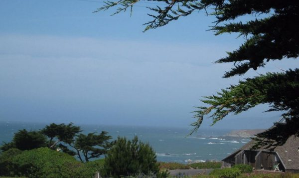 (Image via Sonoma Coast Living Real Estate)