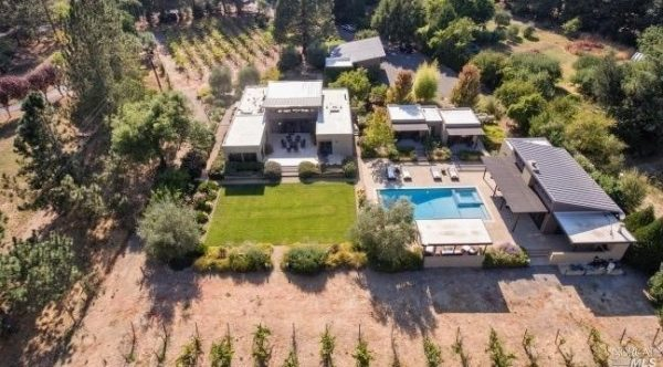 Aerial view of Breezehouse.