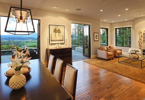 Formal dining room, sitting room.