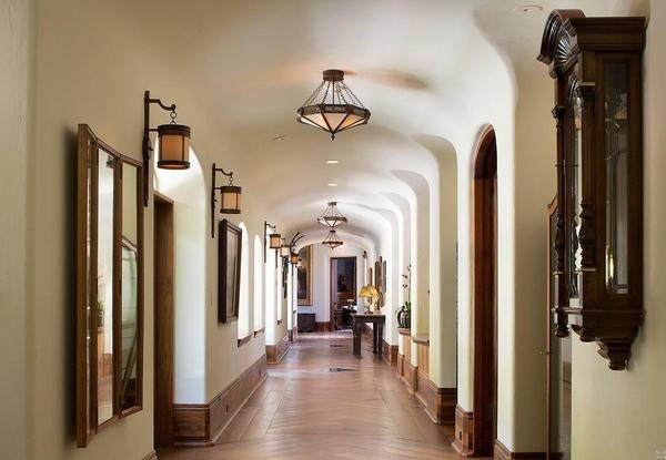 Hallway. (Photo courtesy of Intero Real Estate Services)