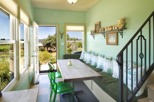 Guest house dining area.