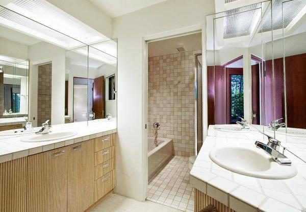 Bathroom in the guest room.