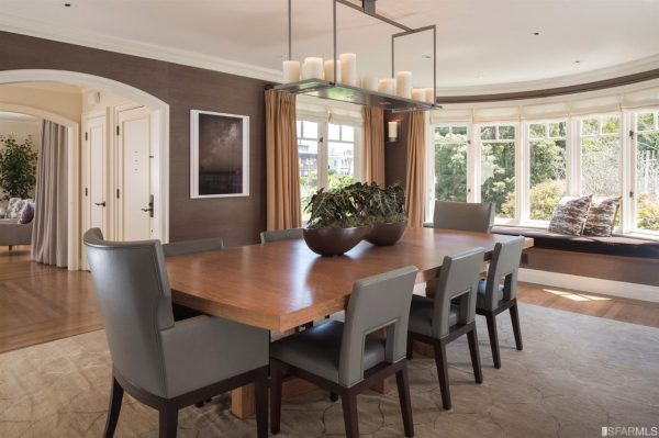 Dining room. (Photo courtesy of Venture Sotheby's Int'l Realty)