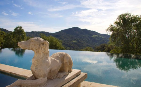 Infinity pool overlooking the Mayacamas Mountains. (Image courtesy of Coldwell Banker Previews International)