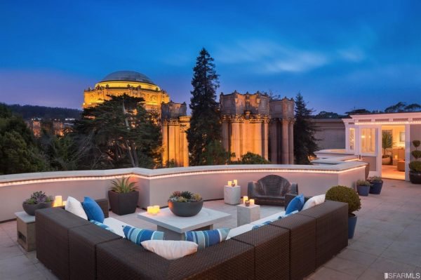 Rooftop lounge. (Photo courtesy of Venture Sotheby's Int'l Realty)
