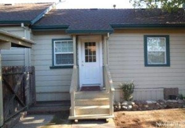Entry to the granny unit. (Photo courtesy of Coldwell Banker)