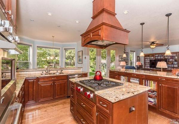 Kitchen. (Photo courtesy of Century 21 Alliance)