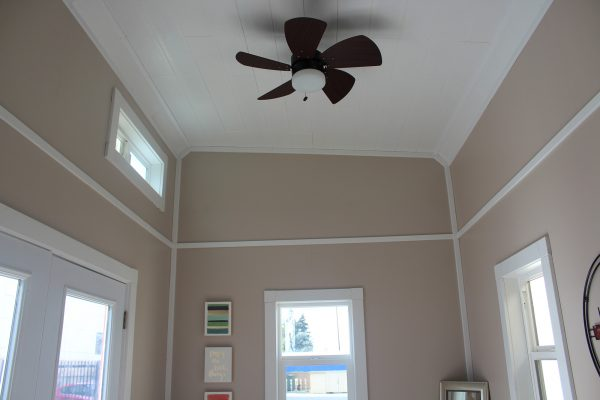 Ceiling with fan.