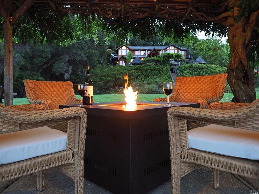 Stunning Sebastopol Estate With Private Lake Golf Course